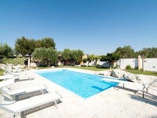 Villa la Chiesura apartment in San Donato di Lecce with private parking.