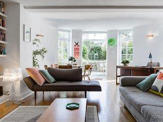 Spacious modern garden flat 15 mins to centre