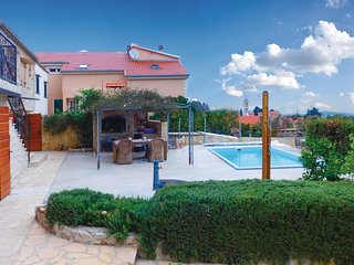 Beautiful home in Vrbanj w/ WiFi, 3 Bedrooms and Outdoor swimming pool