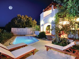 Stunning home in Kanica w/ WiFi and 6 Bedrooms