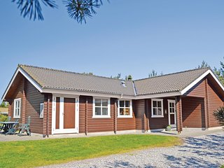 Beautiful home in Logstor w/ Sauna and 4 Bedrooms