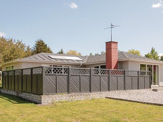 Nice home in Farsø w/ Sauna, WiFi and 3 Bedrooms