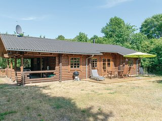 Awesome home in Farevejle w/ WiFi and 3 Bedrooms