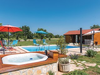 Awesome home in Siritovci w/ Jacuzzi, WiFi and 3 Bedrooms (CDJ156)