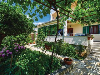 Nice home in Sibenik w/ 3 Bedrooms