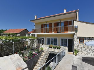 Awesome home in Skradin w/ WiFi and 3 Bedrooms