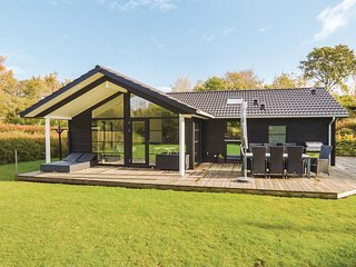 Stunning home in Farevejle w/ WiFi and 4 Bedrooms