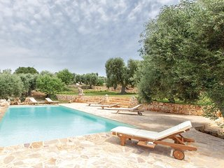 Nice home in Ostuni -BR- w/ WiFi and 3 Bedrooms