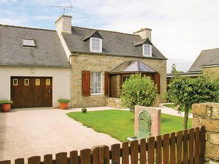 Stunning home in Le Cloitre S Thegonnec w/ 4 Bedrooms