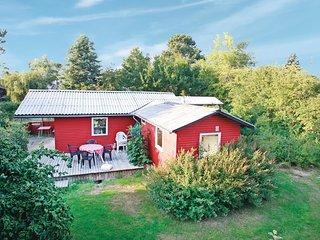 Beautiful home in Føllenslev w/ 2 Bedrooms
