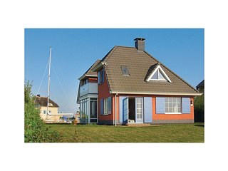 Beautiful home in Stavoren w/ WiFi and 4 Bedrooms (HFR160)