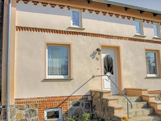 Nice home in Göhren-Lebbin OT U. w/ 4 Bedrooms
