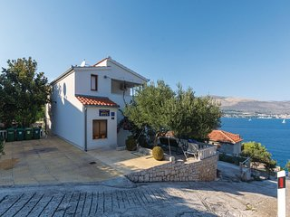 Stunning home in Okrug Donji w/ 3 Bedrooms