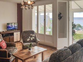 Nice home in Plomodiern w/ 3 Bedrooms