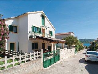 Beautiful home in Pirovac w/ WiFi and 3 Bedrooms (CDJ523)