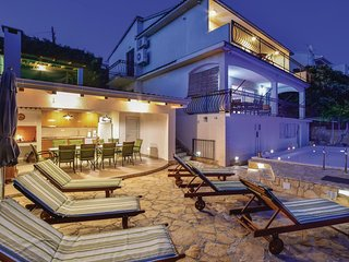 Stunning home in Okrug Gornji w/ Jacuzzi, WiFi and 6 Bedrooms