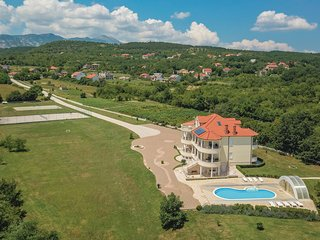 Nice home in Hrvace w/ WiFi and 5 Bedrooms