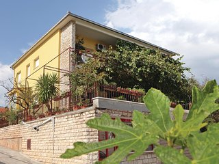 Awesome home in Trogir w/ 3 Bedrooms