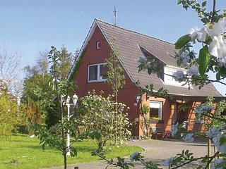 Beautiful home in Balje w/ WiFi and 3 Bedrooms (DNS164)