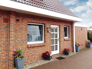 Stunning home in Wittmund/Altfunnixsiel w/ 2 Bedrooms