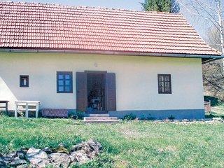 Amazing home in Hronska Dubrava w/ 2 Bedrooms