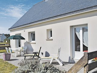 Beautiful home in Clohars Carnoet w/ 3 Bedrooms (FBF368)