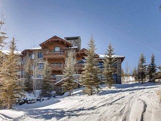 Ski-in, ski-out Beaver Creek home, hot tub and pool table - Snowflake Chateau
