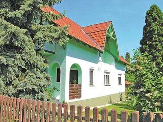 Nice home in Balatonlelle w/ 3 Bedrooms (UBF266)