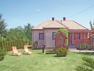 Amazing home in Balatonfenyves w/ WiFi and 3 Bedrooms