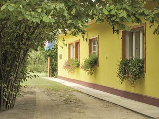 Awesome home in Balatonfenyves w/ WiFi and 3 Bedrooms