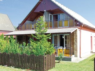 Awesome home in Balatonfenyves w/ 2 Bedrooms