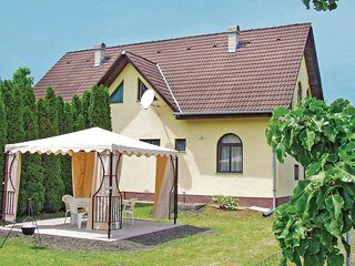 Nice home in Balatonfenyves w/ 3 Bedrooms