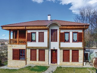 Nice home in Priseltsi w/ WiFi and 5 Bedrooms