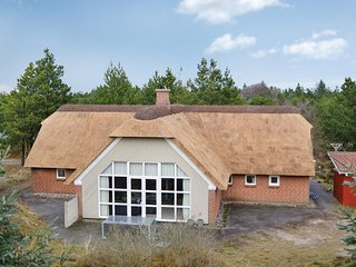 Awesome home in Blavand w/ Sauna, WiFi and 4 Bedrooms