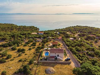 Nice home in Dabovi Stani w/ WiFi and 5 Bedrooms