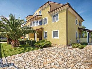 Beautiful home in Premantura w/ WiFi and 2 Bedrooms