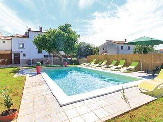 Beautiful home in Pula w/ WiFi and 5 Bedrooms