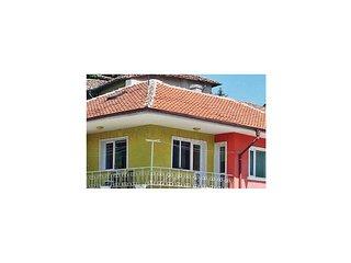 Nice home in Balchik w/ 2 Bedrooms