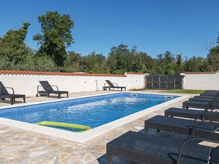 Beautiful home in Banjole w/ WiFi, 2 Bedrooms and Outdoor swimming pool
