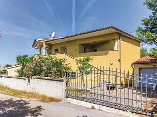 Amazing home in Pomer w/ WiFi and 3 Bedrooms