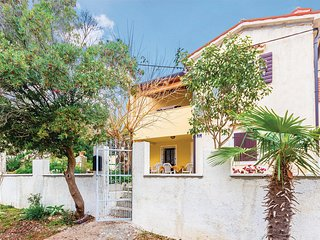 Awesome home in Banjole w/ WiFi and 2 Bedrooms