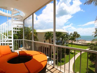 Lazy Daze Beach House 5 Star Modern Oceanfront Islamorada Townhome on the Beach!