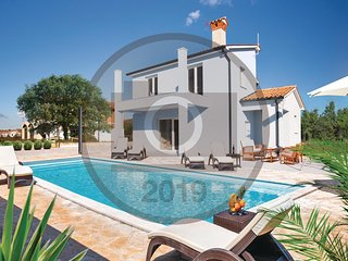 Amazing home in Sv.Lovrec Labinski w/ WiFi, 4 Bedrooms and Outdoor swimming pool