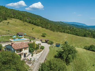Stunning home in Gologoricki Dol w/ WiFi and 2 Bedrooms