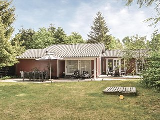 Stunning home in Glesborg w/ WiFi, 4 Bedrooms and Sauna
