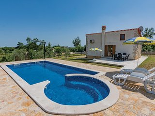 Nice home in Zminj w/ Jacuzzi, WiFi and 1 Bedrooms