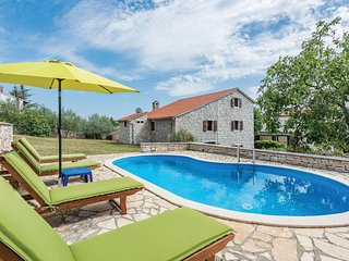 Beautiful home in Markovac w/ WiFi and 5 Bedrooms