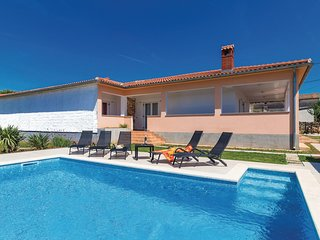 Amazing home in Valtura w/ WiFi and 3 Bedrooms
