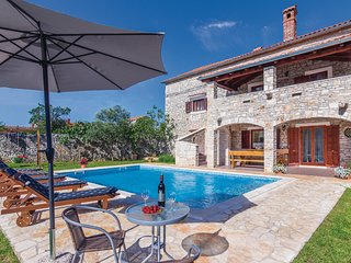 Amazing home in Svetvincenat w/ WiFi and 5 Bedrooms