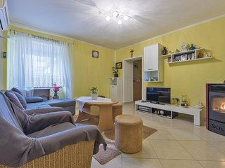 Awesome home in Galizana w/ WiFi and 2 Bedrooms